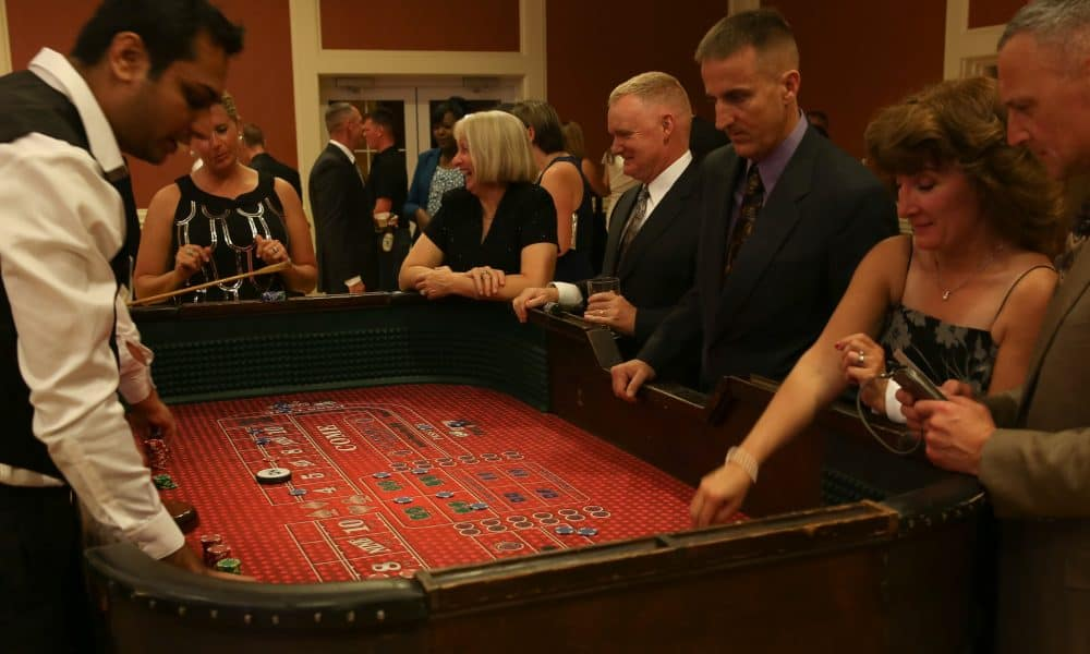 Marines_and_sailors_attended_5th_annual_casino_royale_event_130928-m-wi309-003-1000x600