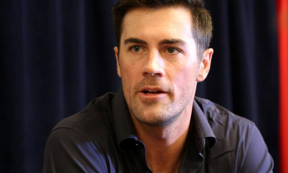 Rangers_pitcher_cole_hamels_talks_to_reporters_at_2016_all-star_game_availability._28195257370-1000x600